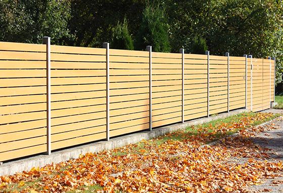 Votre jardinier à Rebecq pose également clôtures et portails